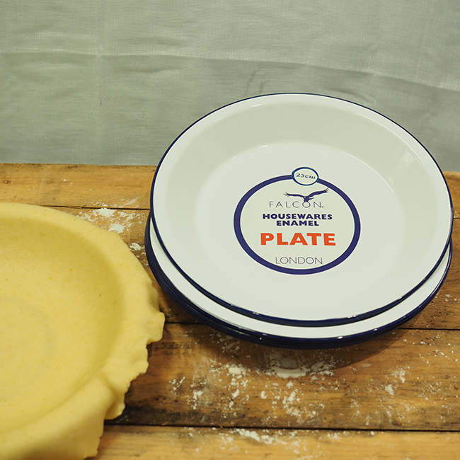 http://kitchentotable.com.au/wp-content/uploads/2016/05/Falcon-Pie-Plate.jpg