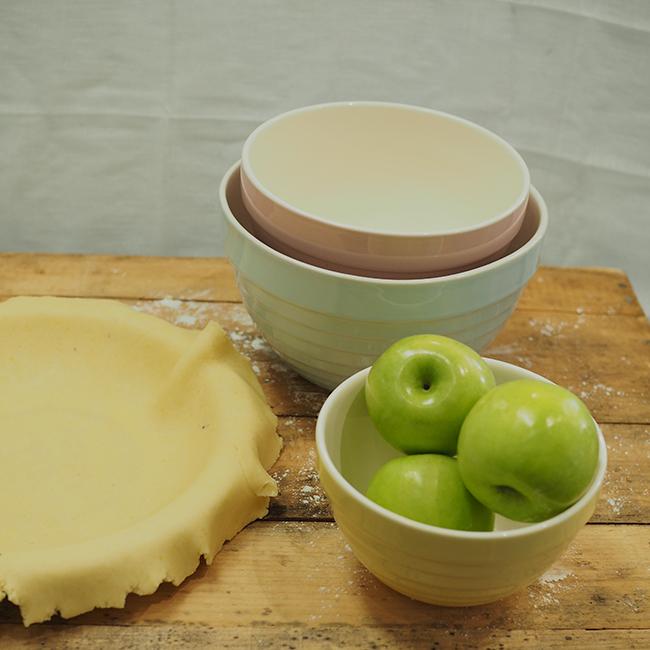 http://kitchentotable.com.au/wp-content/uploads/2016/05/Robert-Gordon-Kitchen-Bowls.jpg