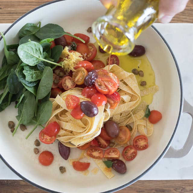 one pot pasta with tomatoes and spinach, kitchen to table, yamba