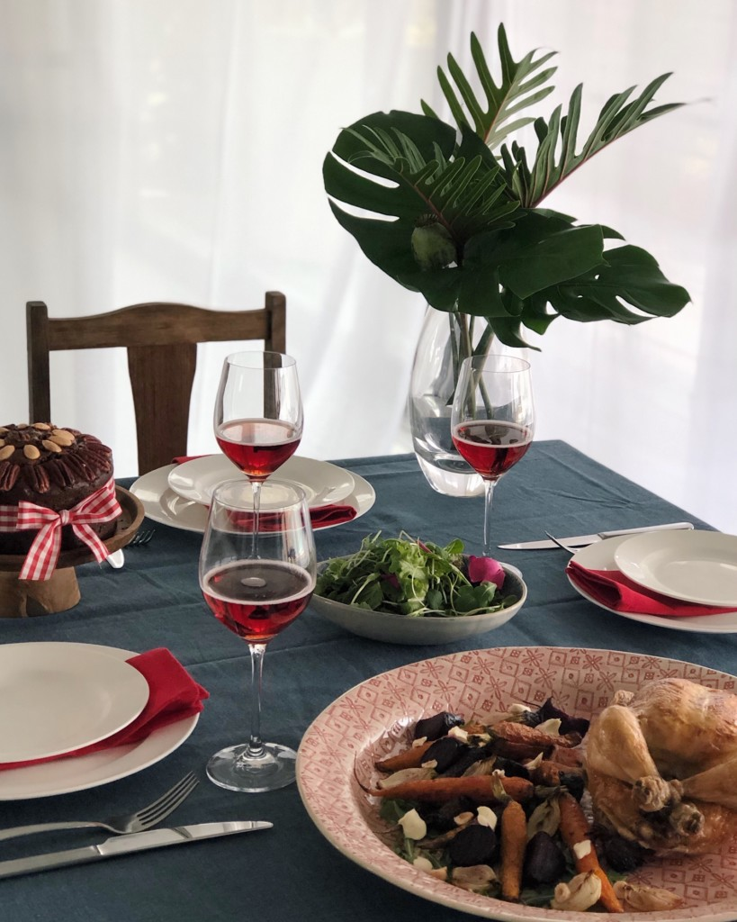 navy-red-christmas-table