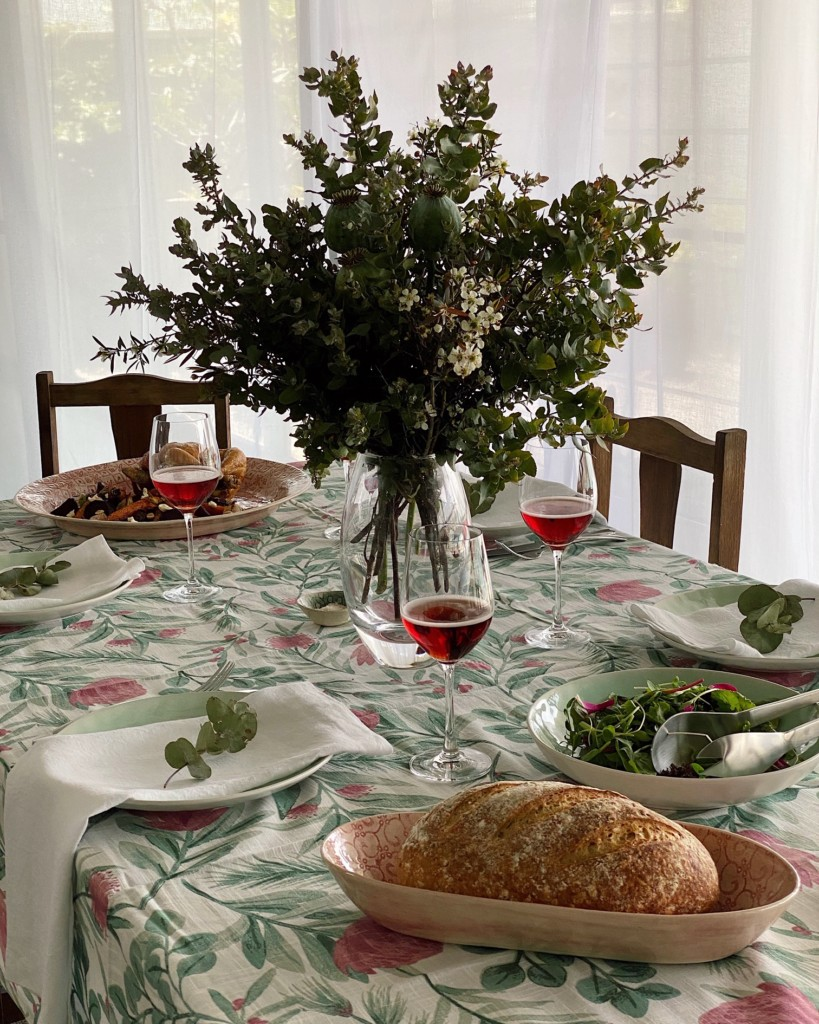 native-flowering-gum-table-setting