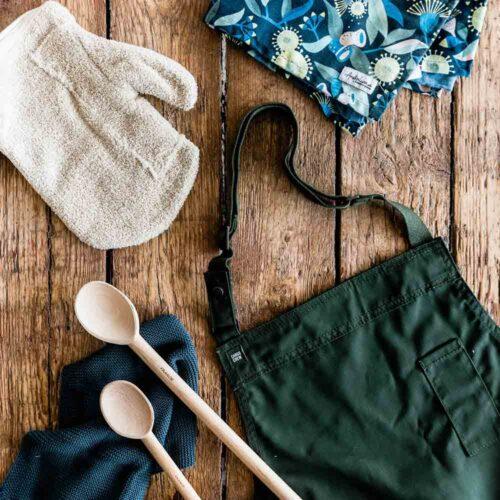 Tea towels, aprons & oven gloves